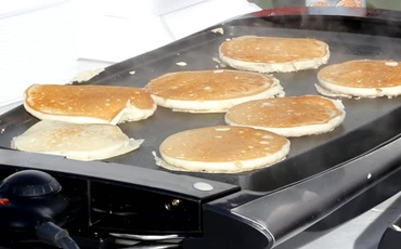 How To Cook Pancakes On A Griddle Featured